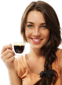 manfaat kopi ilustrasi wanita dan kopi