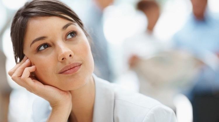 img woman thinking investasi bisnis