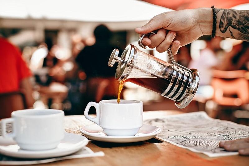 membuat kopi yang benar dengan metode french press