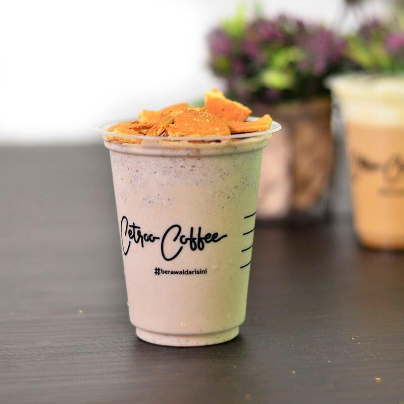 Varian kopi susu Regal Coocream dari Cetroo