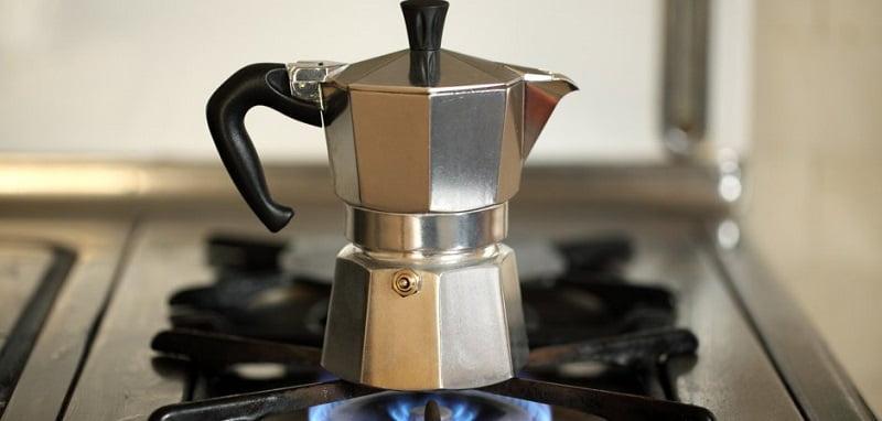 teknik coffee brewing dengan moka pot coffee maker